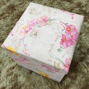 Pufe Baú Quadrado Desmontável 40x40cm Flores Rosa